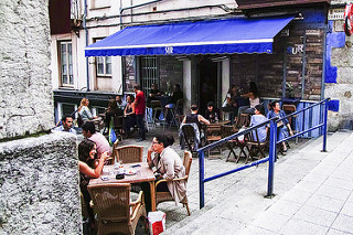 스페인 사람들의 일상에서는 바르에서 지내는 시간을 빼놓을 수 없다