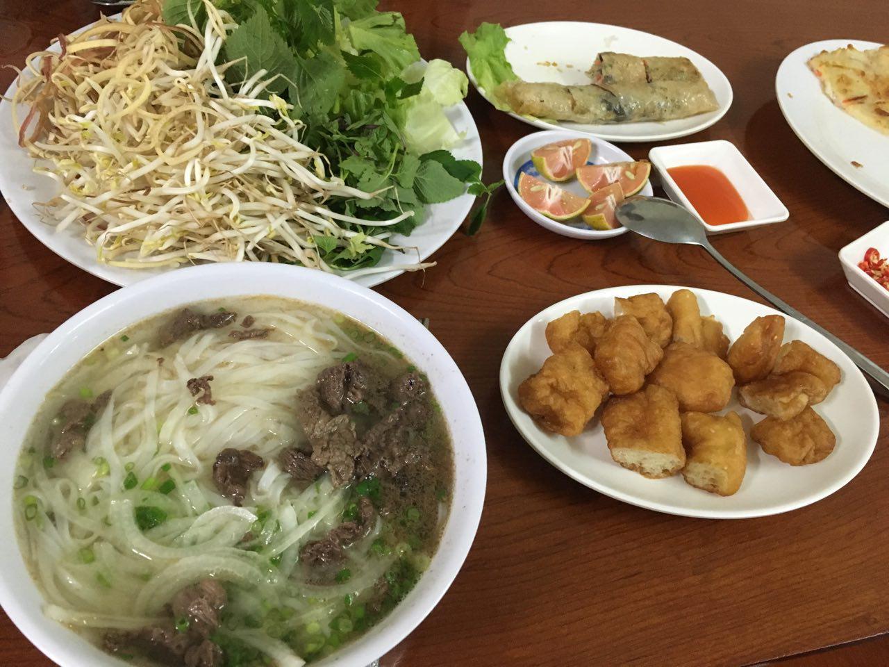 점심으로 먹은 쌀국수. 한국인이 운영하는 단체식당이라 그런지 한국 음식과 비슷한 맛이었다. 현지 음식을 먹어보고 싶던 우리에게는 좀 아쉬웠다.