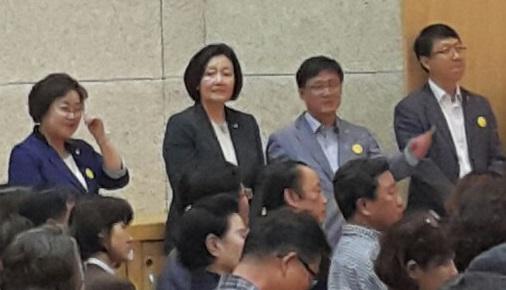 박영선 의원 안희정 도지사 강연에 박영선 의원도 자리를 지켰다.