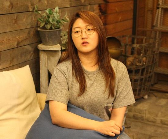 유튜브 활동을 시작하게 된 계기에 대해 말하고 있는 유튜브 채널 수낫수의 운영자 수. ⓒ 남지현