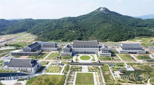 경북 안동시에 있는 경북도청 전경.