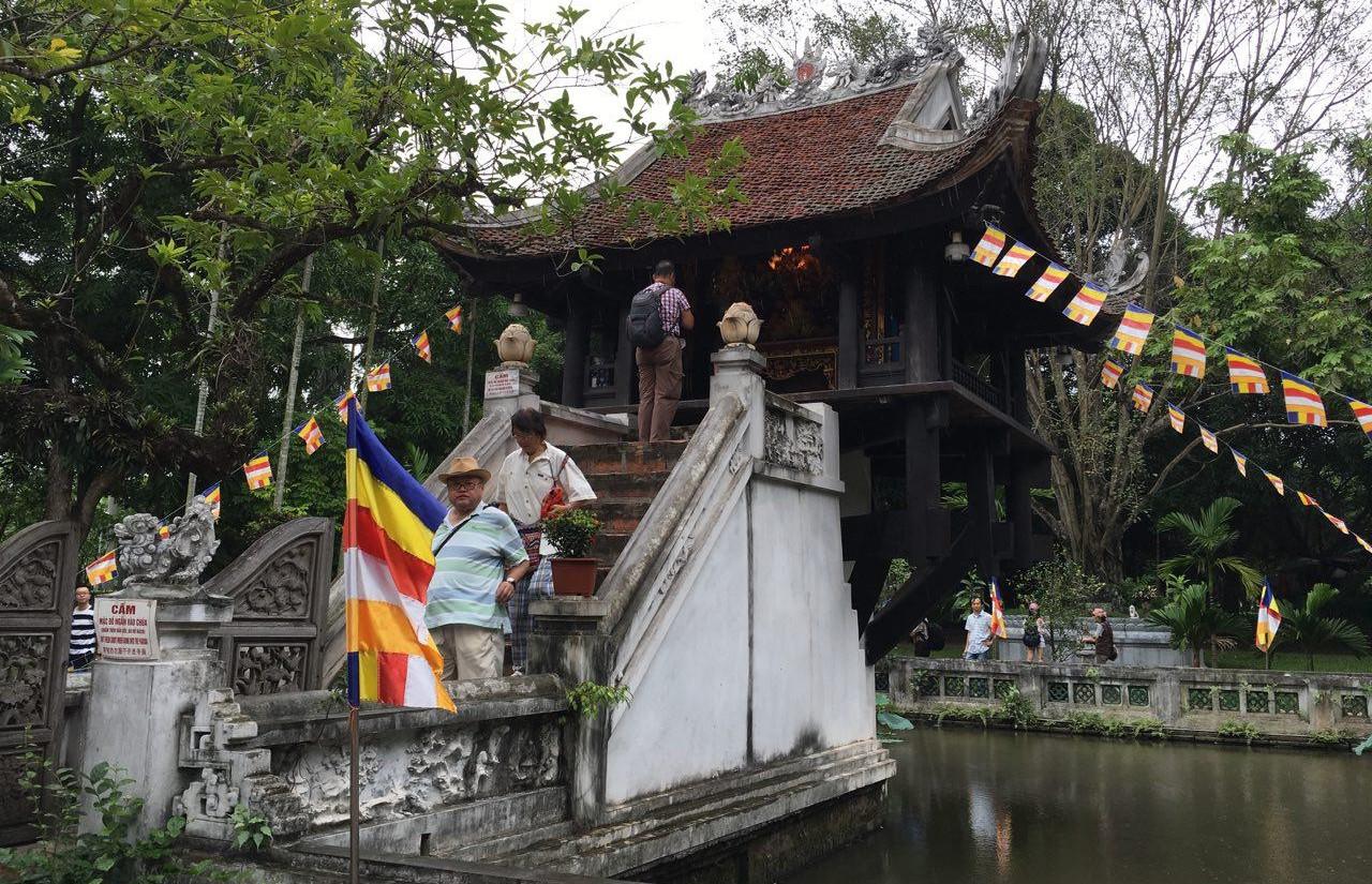 베트남 국보 1호 일주사(한기둥사원). 1049년 리 왕조의 창건자인 리따이똥( Ly Thai Tong)왕이 세웠다고 한다.