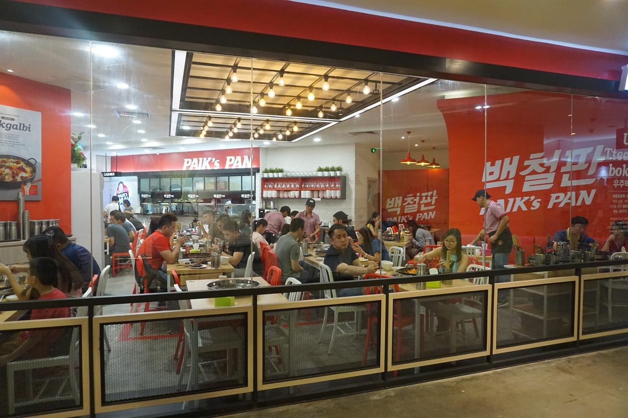 말레이시아 조호르바루 한 쇼핑몰에 위치한 한국 떡볶이집. 말레이시아에서는 한류열풍 덕에 손쉽게 한국 음식접을 찾아볼 수 있다.