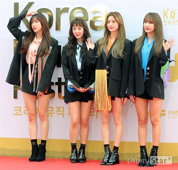 EXID, 비바람 뚫고 EXID가 1일 오후 서울 고척동 고척스카이돔에서 열린 <2017 코리아 뮤직 페스티벌> 레드카펫에서 포즈를 취하고 있다.