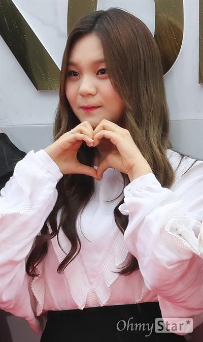 여자친구, 사랑스런 여친들 여자친구가 1일 오후 서울 고척동 고척스카이돔에서 열린 <2017 코리아 뮤직 페스티벌> 레드카펫에서 포즈를 취하고 있다.