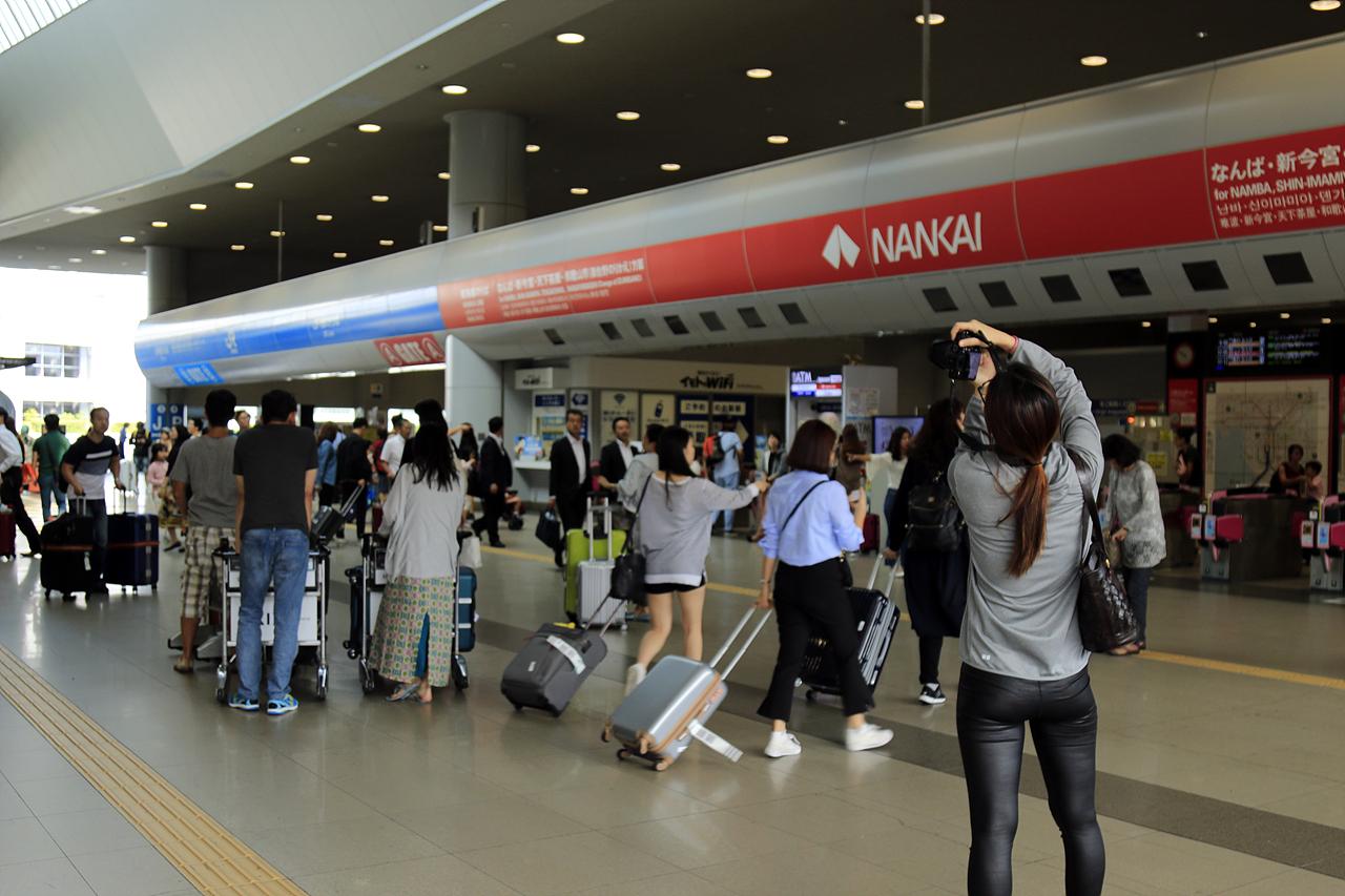 간사이공항 역 JR 서일본과 난카이철도가 같이 운행하는 간사이공항 역