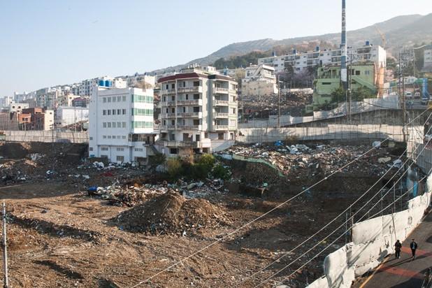 전포동은 현재 대규모 도시 재개발 사업으로 많은 쪽방들을 철거했다.