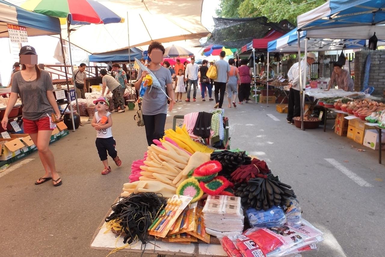 매 4일과 9일에 정겨운 닷새장이 열리는 문산읍.