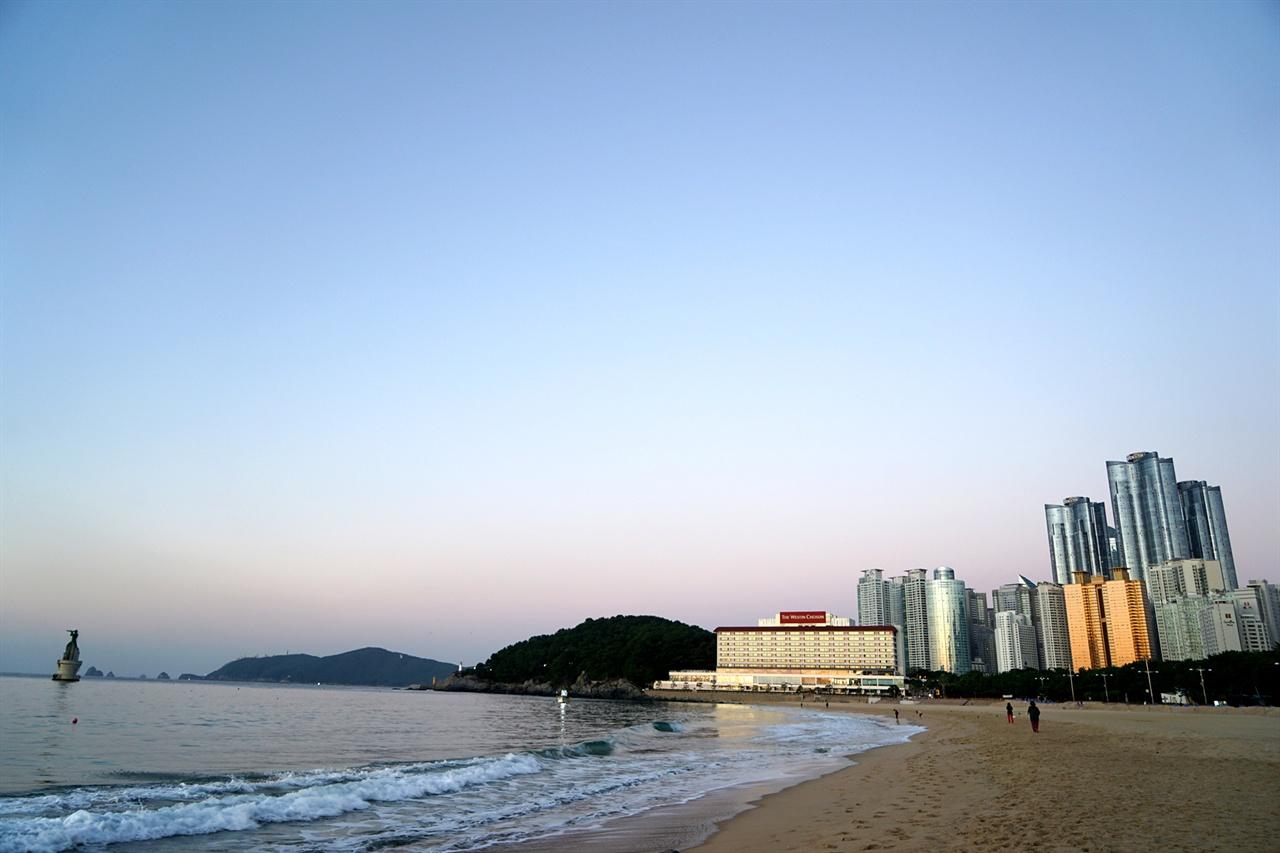 해운대해수욕장의 아침 풍경