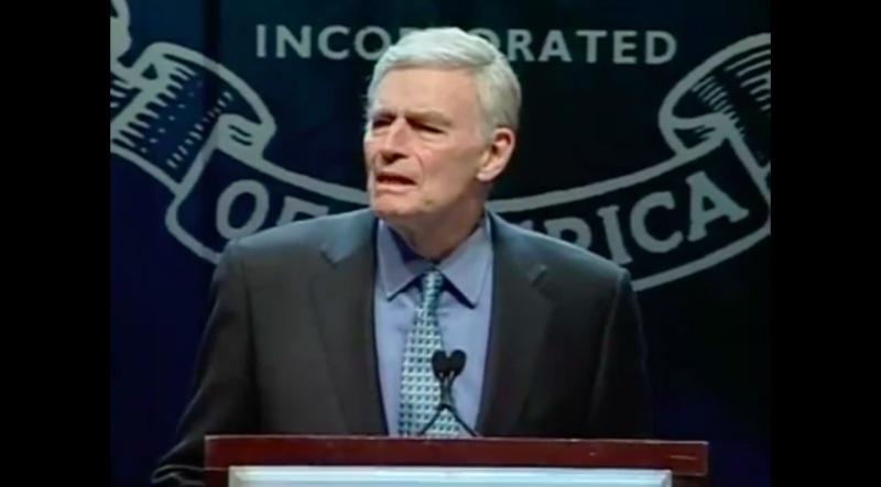 왕년의 명배우 찰턴 헤스턴은 NRA회장으로 재직하던 1999년 콜럼바인 총기사고가 벌어지자 덴버에서 총기소지 규제 반대집회를 주도했다.