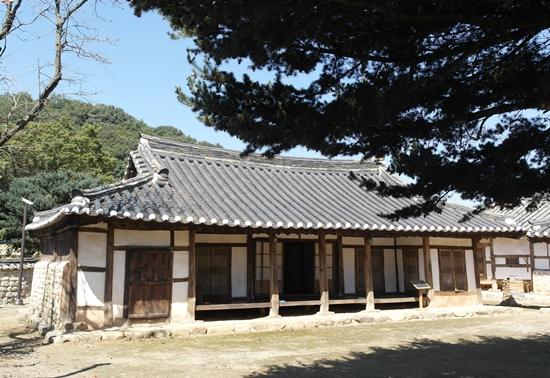 조선시대 건축미를 그대로 간직한 안사랑채