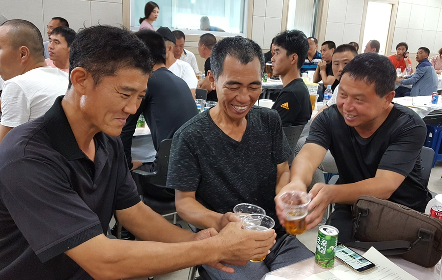 하남성에서 온 40대 후반의 중국인 근로자 '삼총사'는 한 회사에서 여수 선원생활 10년째다.