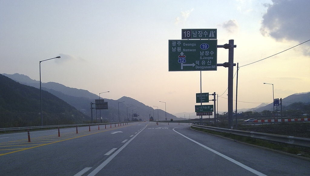 대한민국 최후의 고속도로 평면교차로였던 남장수 나들목의 모습. (Public Domains)