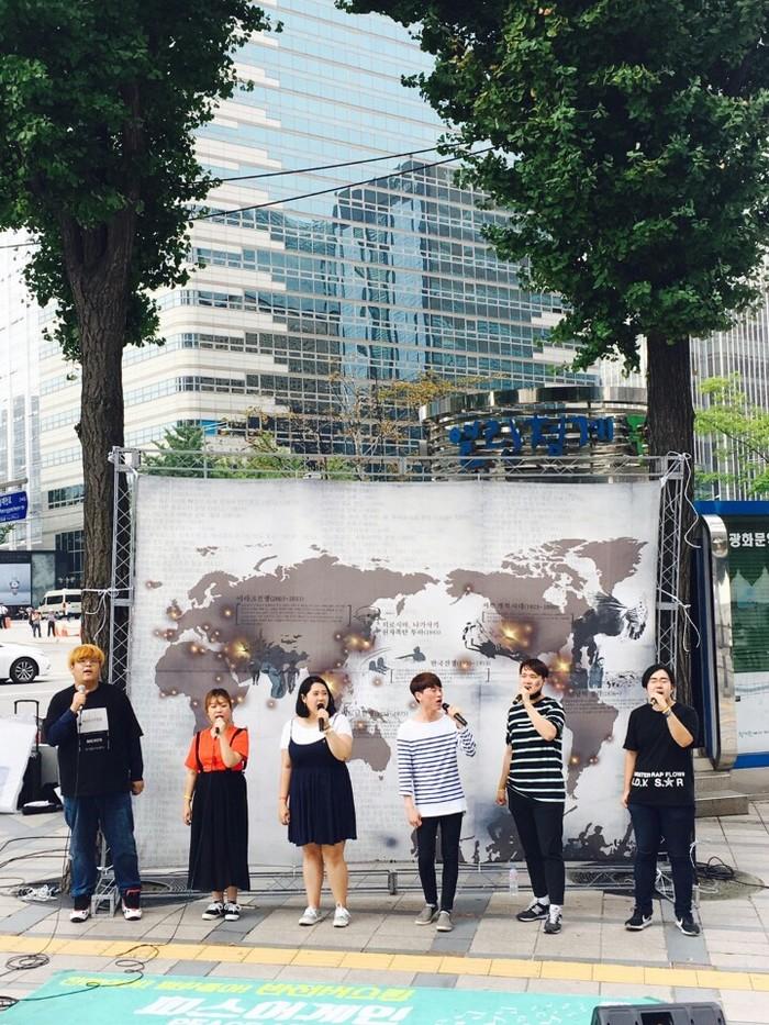 23일 서울 청계광장. 미국이 전세계에서 벌인 침략전쟁을 담은 걸개가 걸려있다