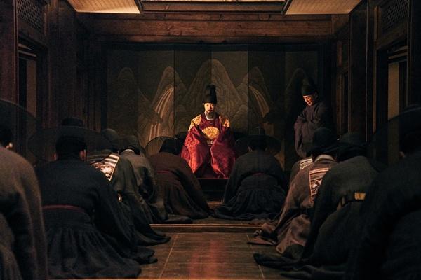 영화 <남한산성>의 한 장면. 안정적으로 1위 자리에 올랐다.