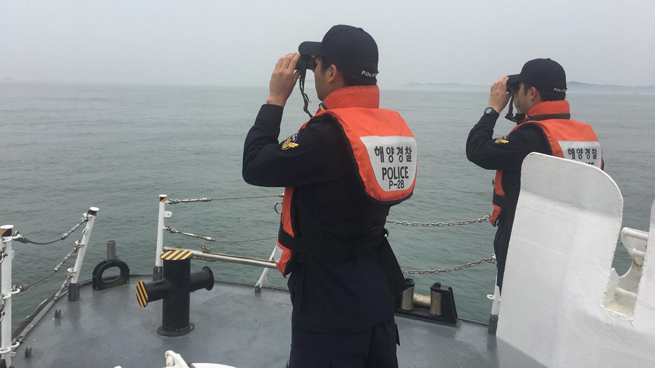 실종자 수색하는 태안해경 태안해경이 지난 2일 태안군 몽산포항 인근에서 새벽 2시 15분경 레저보트의 기관고장이 발생했다며 신고한 뒤 실종된 레저객을 수색하고 있다.