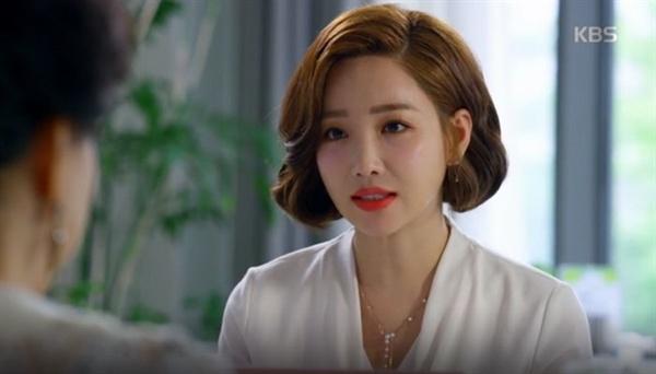 """KBS 2TV 주말드라마 <아버지가 이상해> 중 한 장면. 며느리 변혜영(이유리 분)은 시어머니에게 """"며느리는 딸이 될 수 없어요""""라고 말한다."""
