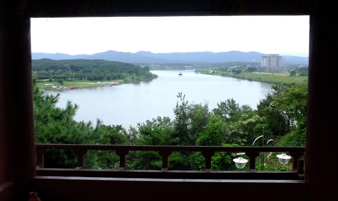 강변의 또 다른 누각 '영월루'에서 바라본 아늑한 여강.
