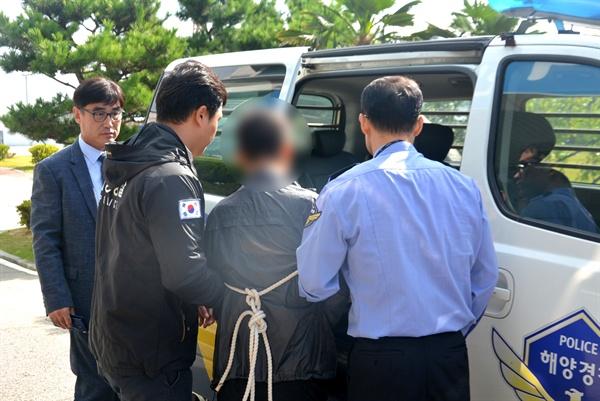 7일 부산해양경찰서는 50대 여성을 살인하고 사체를 유기한 혐의로 남성 G씨를 체포하 구속 송치했다.