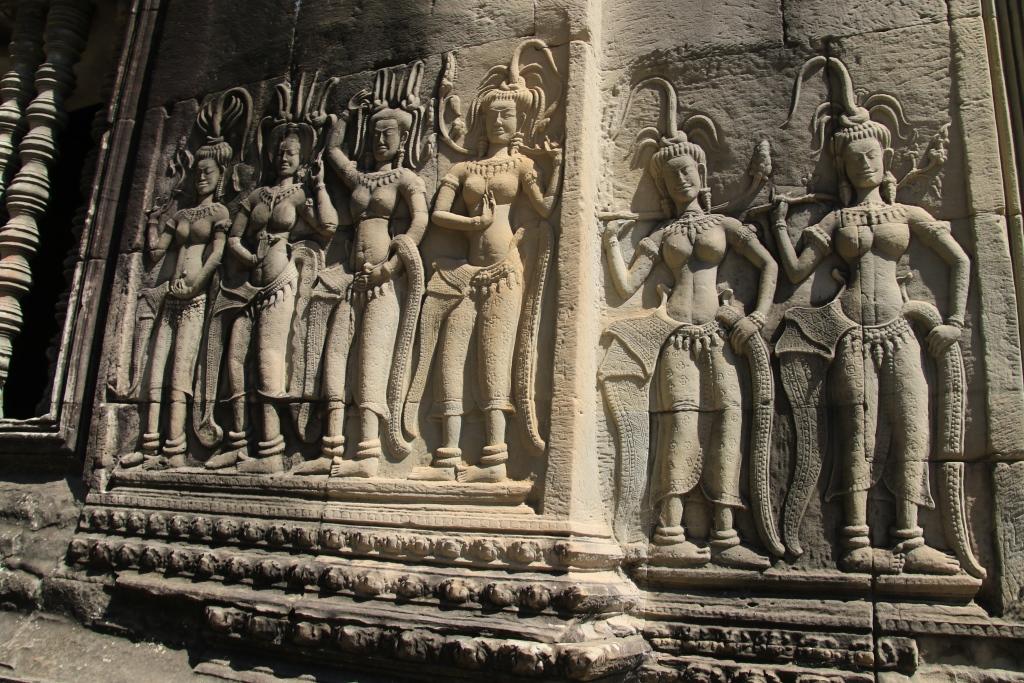 유네스코 지정 세계문화유산인 앙코르와트 내 압사라 부조벽화의 모습. 12세기 건립된 앙코르와트는 캄보디아 국민들에게는 단순한 유적 그 이상의 의미를 갖는다.