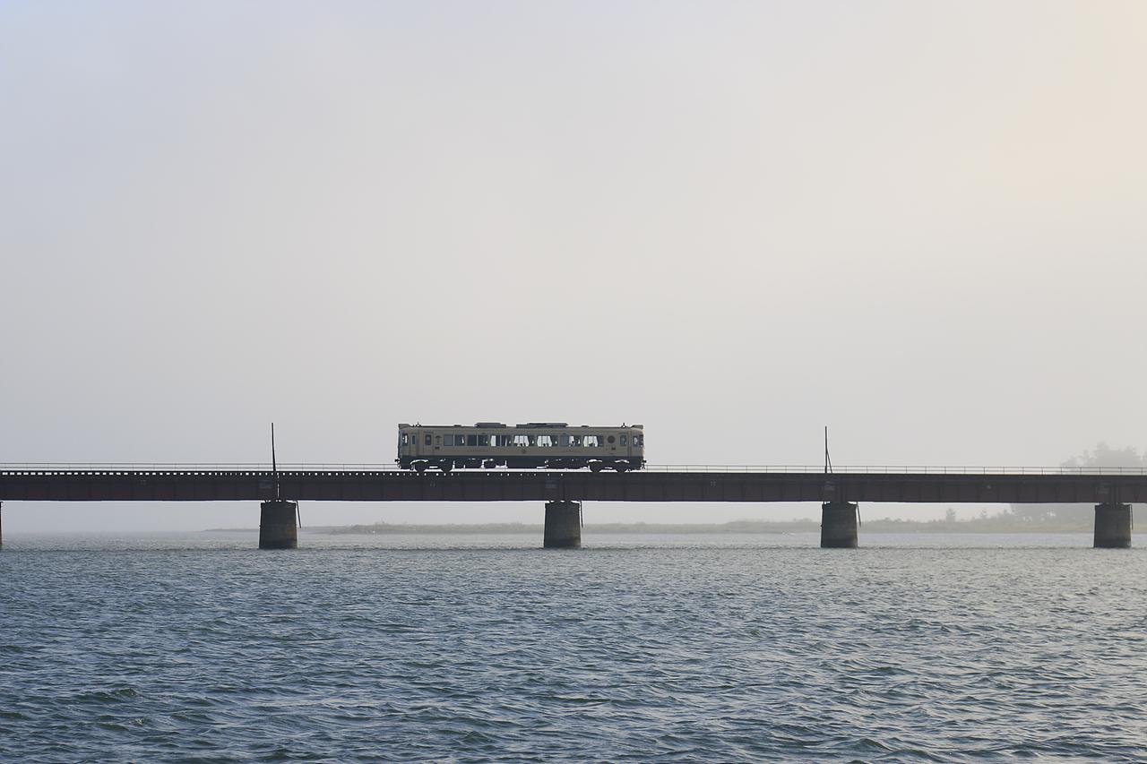 유라가와교량의 단고철도 단고철도의 멋진 풍광을 즐길 수 있는 유라가교량
