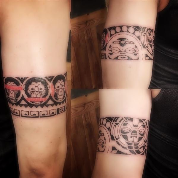 오른팔에 새긴 '트라이벌' 타입 타투. '사악한 것을 보거나 말하거나 듣지 않으려는 원숭이'도 문양에 포함됐다.
