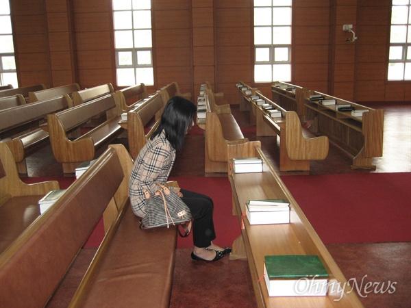 2011년 10월 9일 북한에서의 첫예배. 늦게 도착해 혼자 기도를 올렸다.