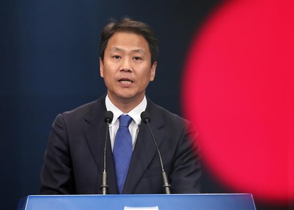 임종석 대통령 비서실장이 12일 오후 청와대 춘추관에서 박근혜 청와대 세월호 사고일지 사후조작 관련 브리핑을 하고 있다.