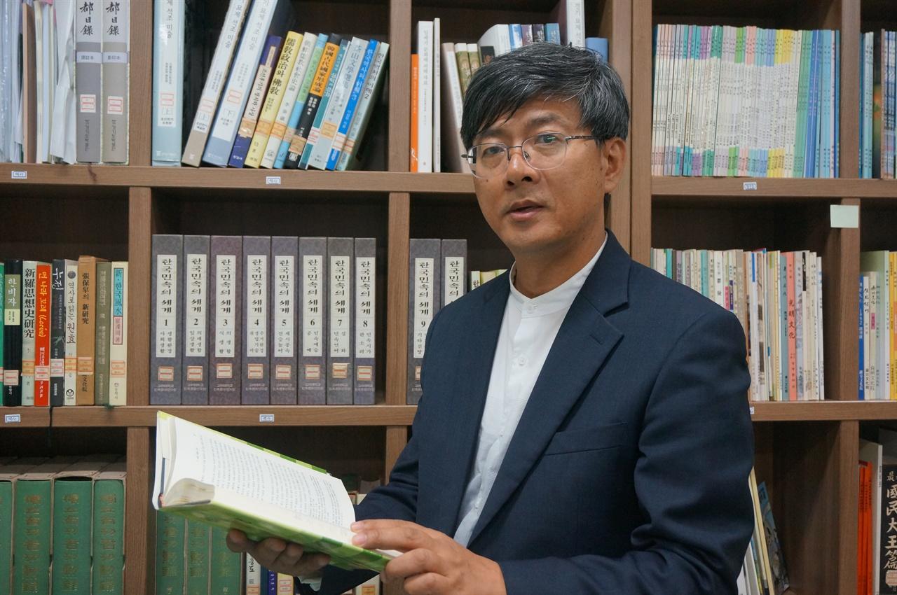 시민기록자와 노거수, 지역문화아카이브에 대해 말하고 있는 이동준 이천문화원 사무국장입니다.
