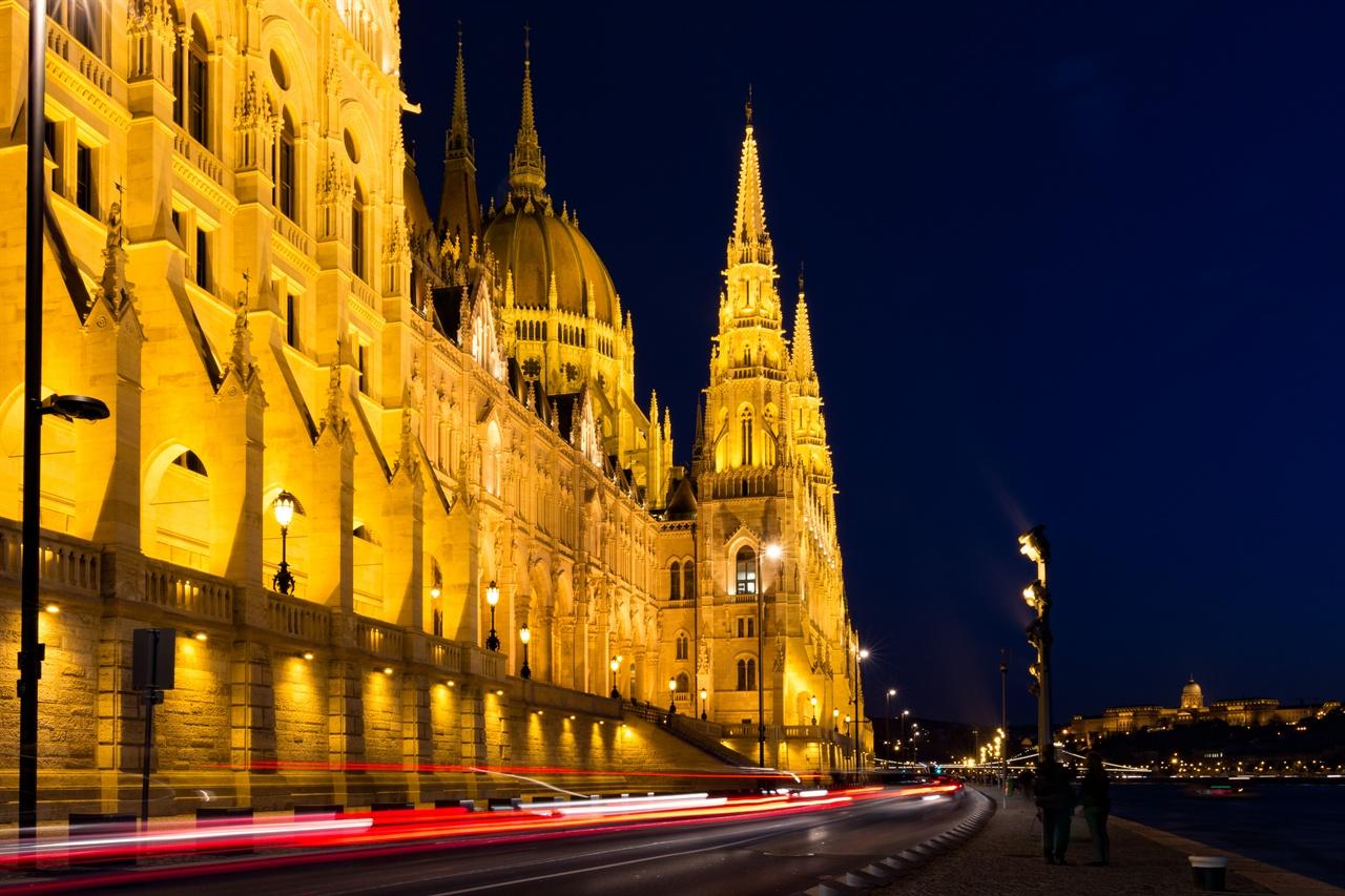 부다페스트의 야경 헝가리 국회의사당의 모습.