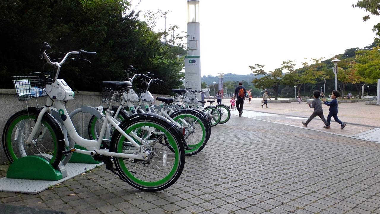 월드컵경기장역앞에 마련된 서울시 따릉이 공공자전거.
