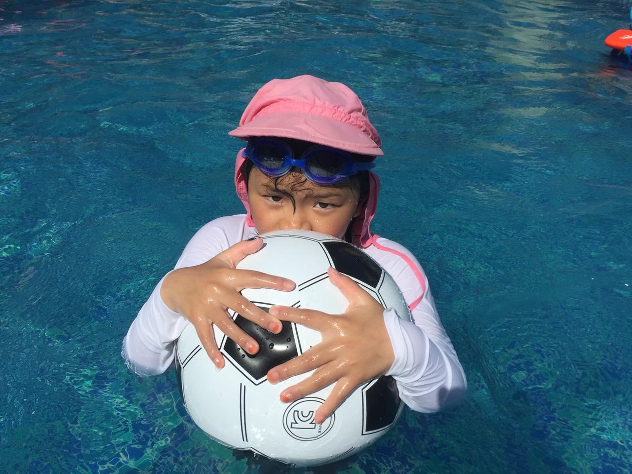 수영장의 까꿍이 아빠~ 같이 놀자