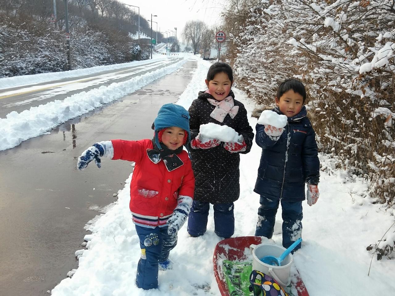 겨울에는 눈놀이 학교 안 가면 좋겠지?
