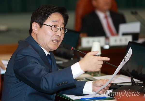 국감 질의하는 박범계 의원 박범계 더불어민주당 의원이 19일 오전 서울 종로구 감사원에서 열린 국회 법사위 국정감사에서 질의하고 있다.