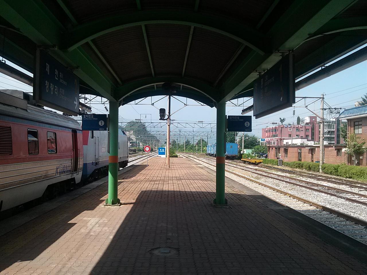 경강선의 개통으로 타격이 불가피한 태백선 사진은 태백선 영월역에서 촬영했다.