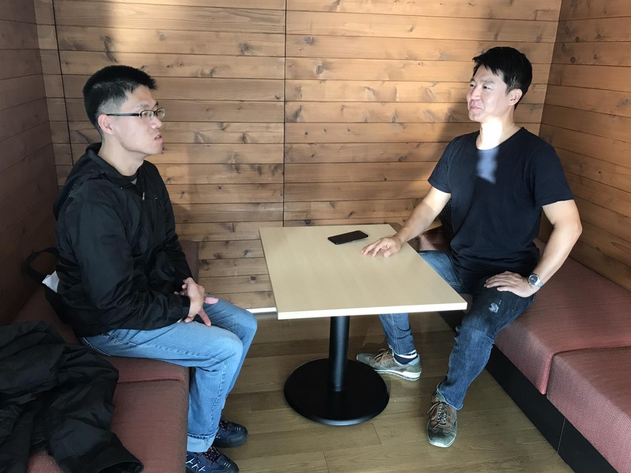신동진 MBC 아나운서가 <오마이뉴스>와 인터뷰를 하고 있다.