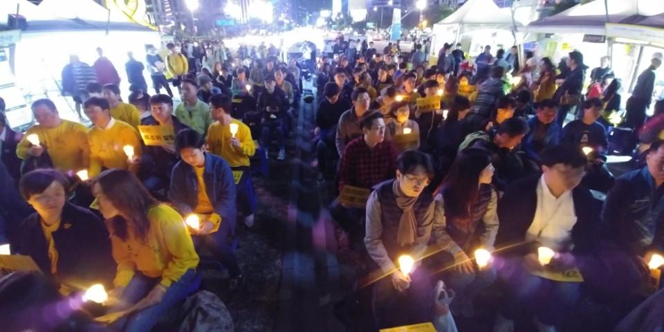 21일 서울 광화문광장에서 열린 세월호진상규명특별법 입법을 촉구하는 촛불문화제。