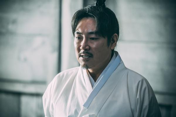 영화 <대장 김창수>에서 김구 역을 맡은 배우 조진웅