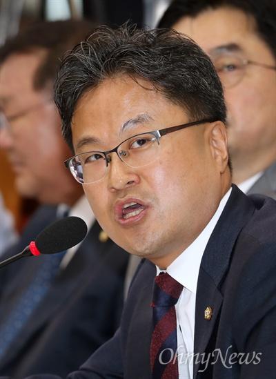 김정우 더불어민주당 의원이 24일 국회 산업통상자원중소벤처기업위원회의 한국수출입은행 등에 대한 국정감사에서 질의하고 있다.