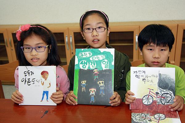 훌륭한 글솜씨를 가진 3형제들. 왼쪽부터 신현빈(대서초 3), 신주빈(대서초 6), 신광수(대서초 5)