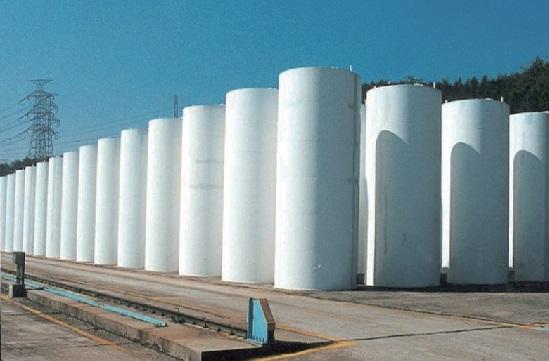 ▲ 월성원전 건식저장시설 '콘크리트 사일로'의 모습. 월성 원전은 건식저장시설인 콘크리트 사일로와 맥스터를 건설하여 운영하고 있다.
