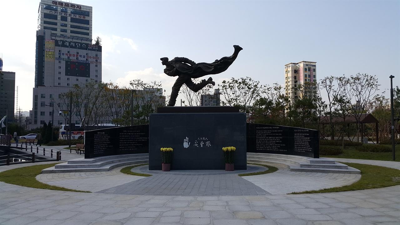 안중근 동상 의정부역 앞 근린공원에 설치된 안중근 동상