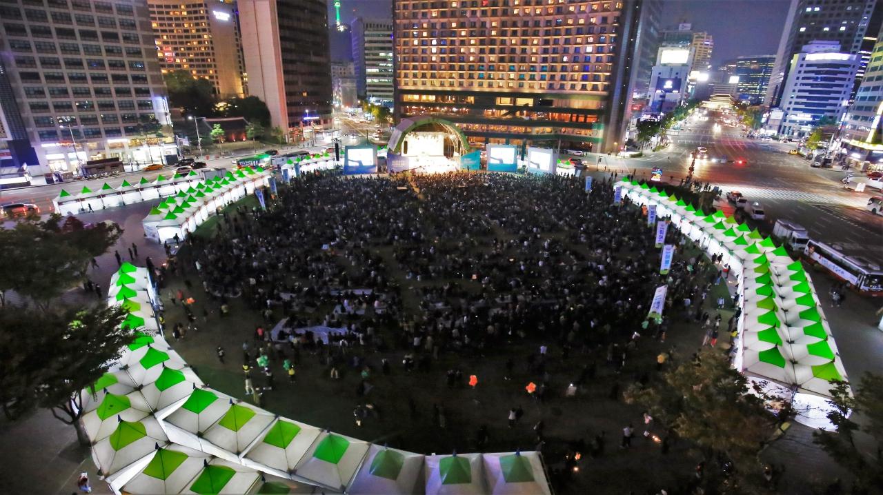 2017 청춘콘서트 서울시청광장을 가득 메운 1만 명의 청년들