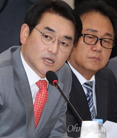 박용진 더불어민주당 의원이  30일 국회 정무위원회의 종합감사에서 삼성 차명계좌와 관련해 최종구 금융위원장에게 질의하고 있다.