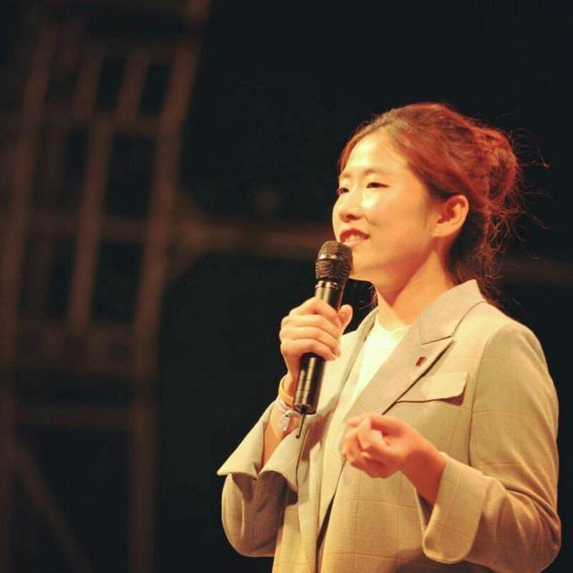 무대 발언을 연습하는 우리미래 김소희 공동대표