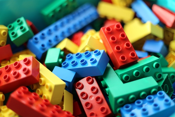 레고. 레고는 합리적으로 부품을 구매할 수 있다.