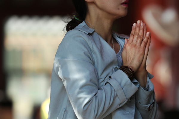 대학수학능력시험이 20여일 앞으로 다가온 지난달 25일 오전 서울 종로구 견지동 조계사에는 불자들의 발길이 이어지고 있다. 2017.10.25