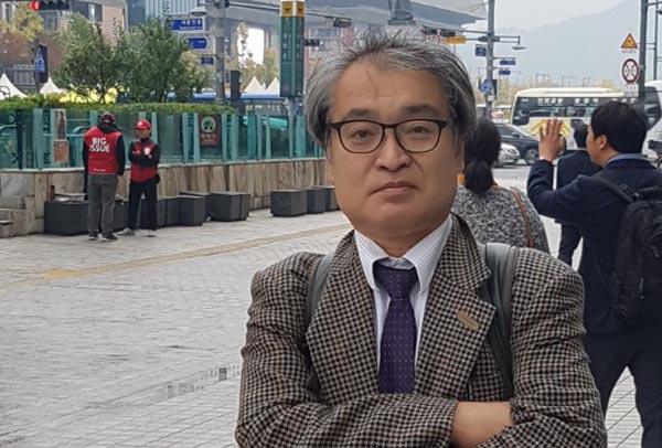 """'저널리스트를 지망하는 한일학생포럼'에 참가한 일본 대학생들을 인솔한 우에무라 다카시 전 아사히신문 기자는 """"일본은 과거의 잘못에 대해서 한국에 여러번 사과하기는 했지만 진정성을 보여주지 못했다""""고 말했다."""