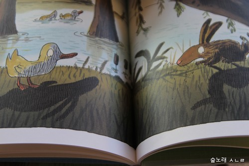 속그림. 그림자가 서로 바뀌었다는 오리하고 토끼 이야기 가운데
