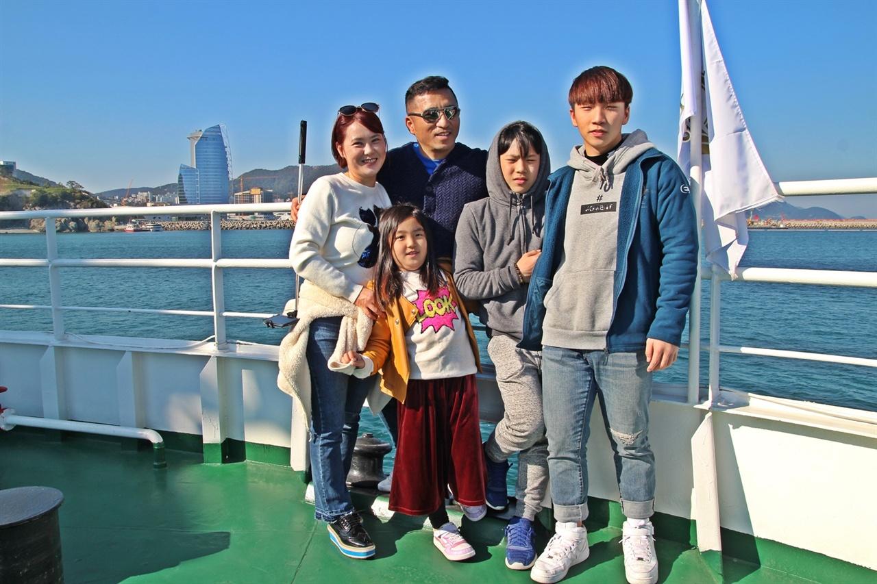 경기도 오산에서 가족여행을 왔다는 윤종호씨 가족이다.